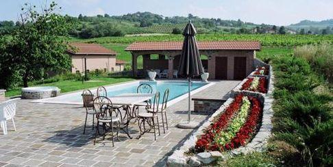 Отель Agriturismo Terensano в Piemonte Италия. 2 камина, 3 кастрюли.