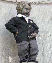 """Статуя """"Писающий мальчик"""" в Брюсселе"""